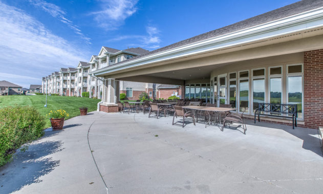 Elk Ridge Dial Senior Living - Patio